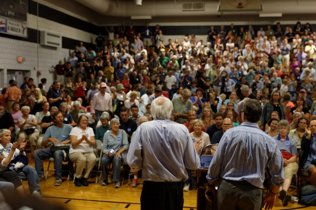 Bernie_Sanders_before_a_crowd_in_Conway,_NH,_on_August_24,_2015_(20876809366)