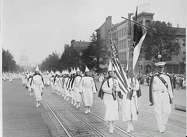 ku_klux_klan_members_march_down_pennsylvania_avenue_in_washington_d-c-_in_1928